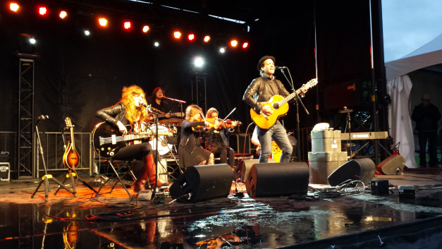 Adam Cohen performing live at the 2014 Ottawa Folk Festival © Photo: Eventful Capital